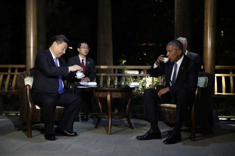 美國總統歐巴馬3日晚間與中國國家主席習近平在杭州西湖舉行會談(AP)