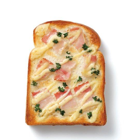 培根和麵包都烤得又焦又脆。