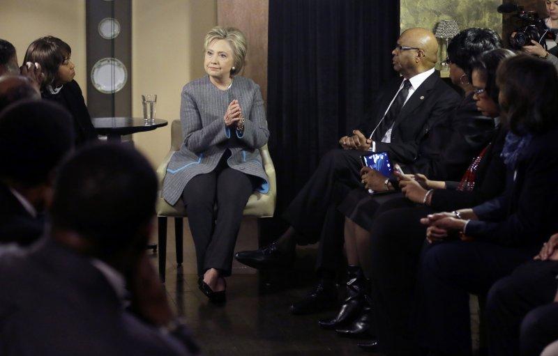 希拉蕊於3月特地舉行座談會,親自與黑人選民對談。(美聯社)