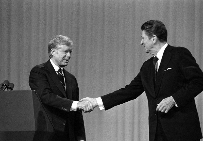 1980年美國總統大選,雷根與卡特舉行電視辨論(AP)