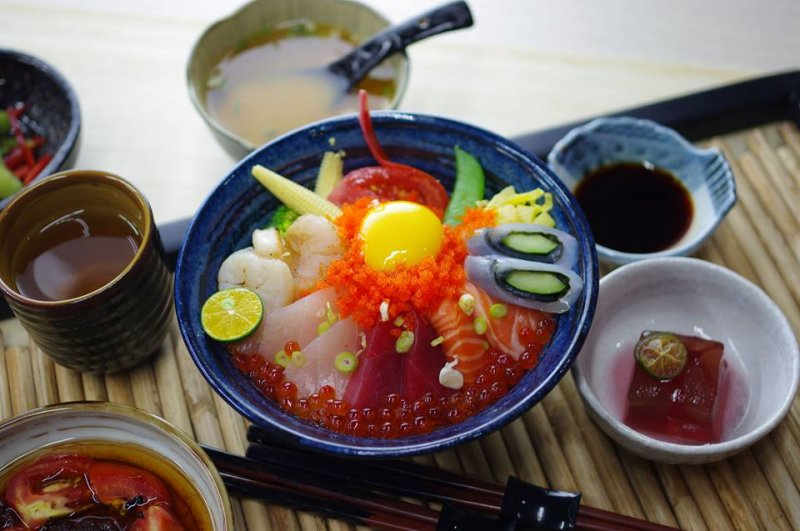 從東港進貨的新鮮海產,好丼飯不吃嗎?(圖/海人刺身丼飯專賣店@facebook)