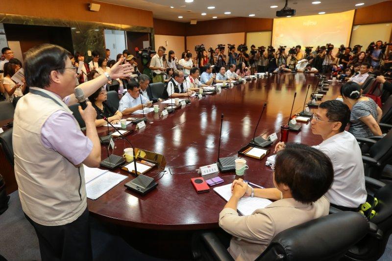 20160908-勞動部8日召開基本工資審議委員會,並由勞動部長郭芳煜親自主持,勞方代表七人全員出席,資方代表僅出席兩位。(顏麟宇攝)