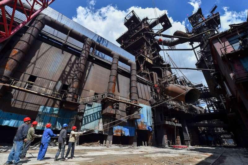 中國鋼鐵行業拆除最大一座高爐,壓減煉鐵產能133萬噸(新華社)
