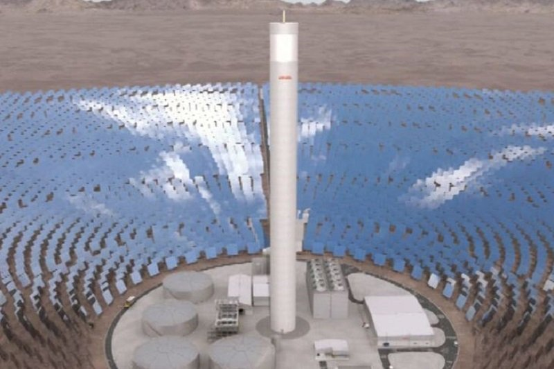 興建中的 Atacama-1 集中光源塔式太陽能電廠。(取自 abengoa.es 網站)
