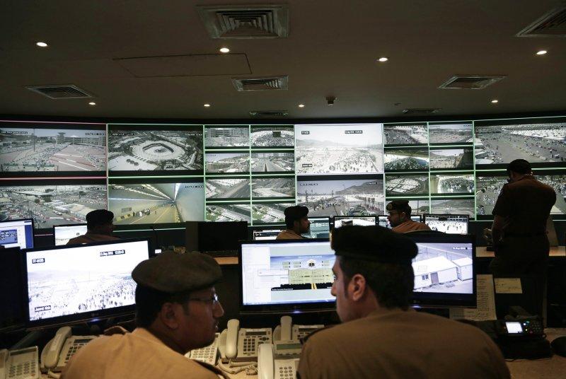 沙烏地嚴密監控朝覲人流的一舉一動,生怕再出現意外。(美聯社)