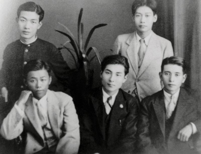 李張瑞(左前)、福井敬一(中)、大田利一(右前)、張良典(左後)、楊熾昌(右後)(目宿媒體提供)
