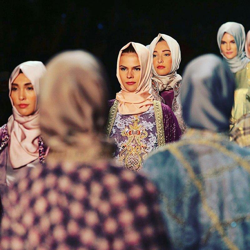 穆斯林頭巾首次登上紐約時裝周。(美聯社)