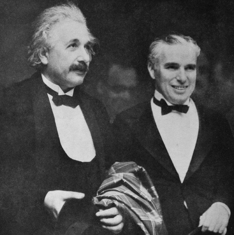 卓別林與愛因斯坦(Albert Einstein )出席《城市之光》(City Lights)首映(取自Wikipedia/Public Domain)