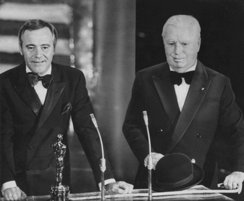1972年,卓別林回到闊別20年的美國,領取奧斯卡榮譽獎( Honorary Academy Award)(取自Wikipedia/Public Domain)