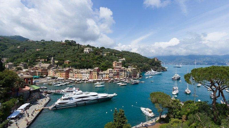 著名的Ermenegildo Zegna男裝公司在菲諾港舉辦過35屆的Zegna盃帆船賽。(維基百科)
