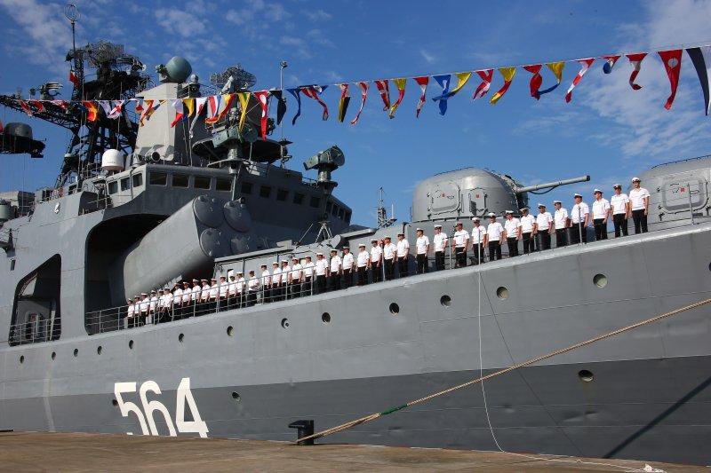 中俄海上聯合2016軍演,圖為俄軍「特里布茨」海軍中將號驅逐艦。(美聯社)