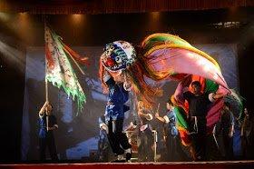 金獅團舞台表演 (照片取自大龍峒金獅團首部曲-無耳金獅粉絲專頁,並經大龍峒金獅團授權使用)