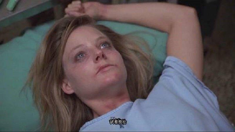 被性侵後的莎拉,到醫院驗傷。