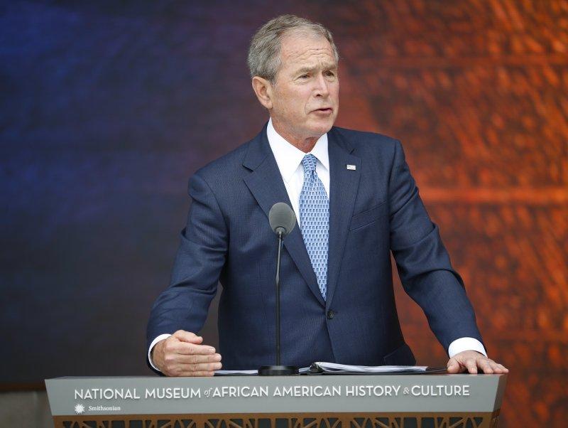 前總統小布希為美國黑人歷史文化博物館開幕致詞。(美聯社)
