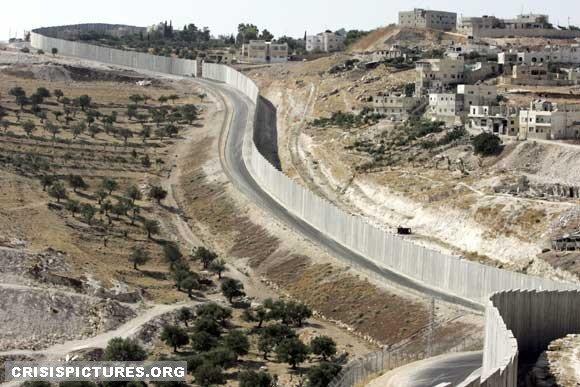 以色列在巴勒斯坦地區築起數百公里的隔離牆。(圖/Wall_in_Palestine@flickr)