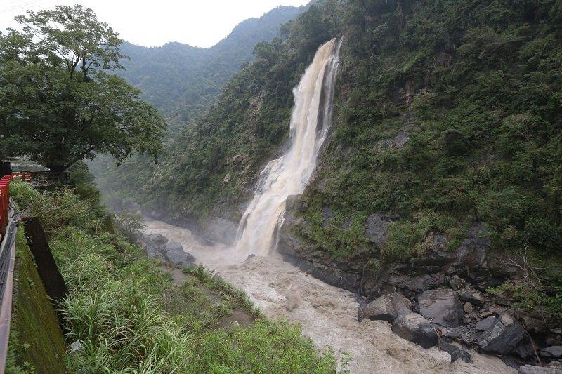 梅姬颱風過後的雲仙瀑布。(顏麟宇攝)