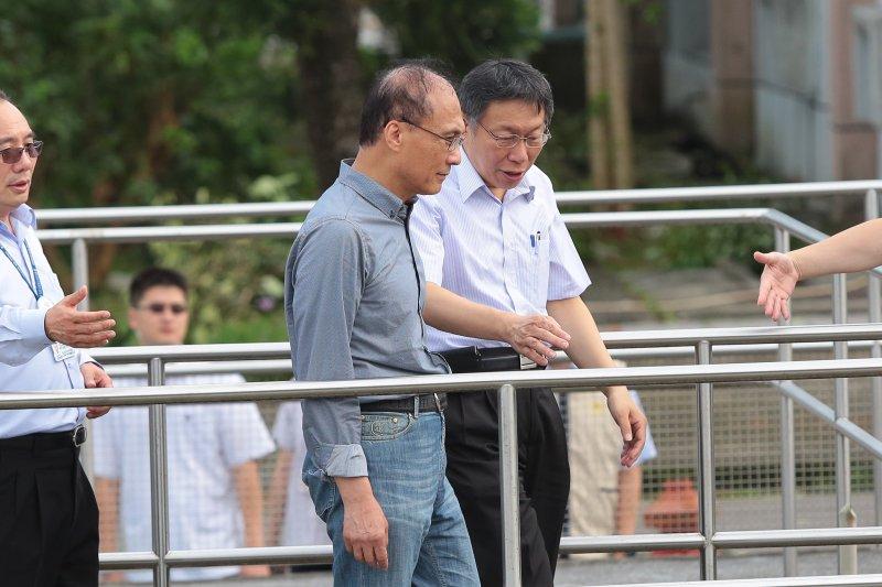 20160928-梅姬颱風過後,行政院長林全、台北市長柯文哲28日視察直潭淨水廠。(顏麟宇攝)