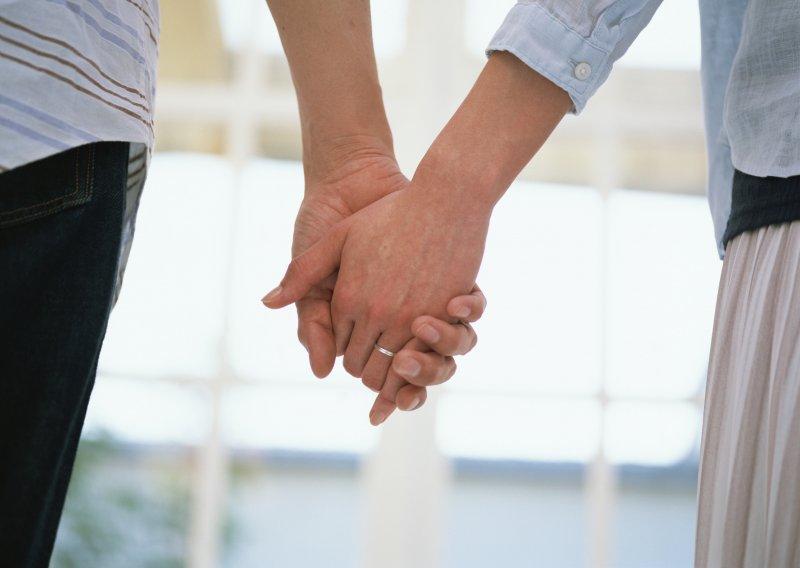 夫妻、家庭、牽手。(取自www.websbook.com)