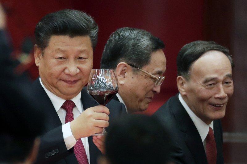 2016年10月1日中國國慶,左起:中共總書記習近平、全國政協主席俞正聲、中共中央紀委書記王岐山(AP)