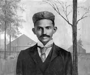 甘地在南非留影。(wikipedia/public domain)