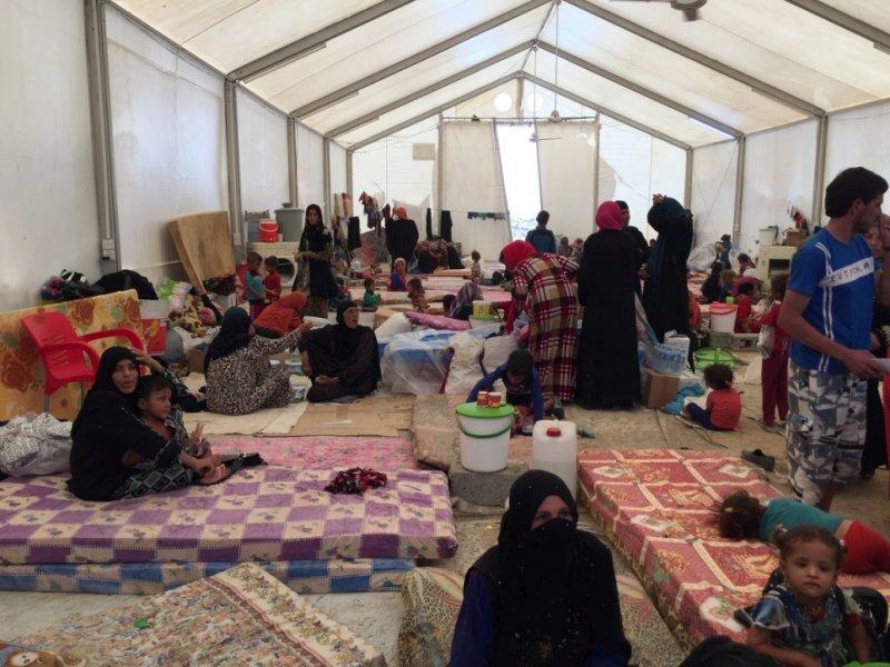美軍為首的聯盟將展開收復摩蘇爾行動,但附近難民營早已爆滿。(美聯社)