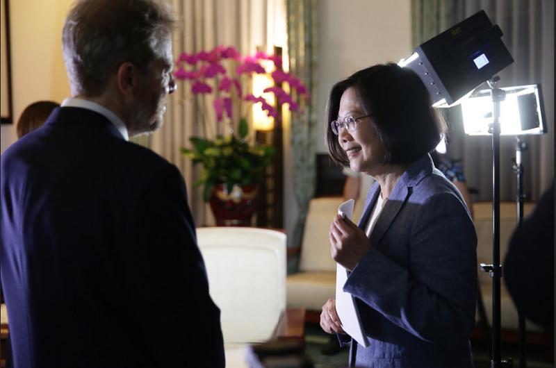 蔡英文總統4日接受《華爾街日報》專訪。(總統府官網)
