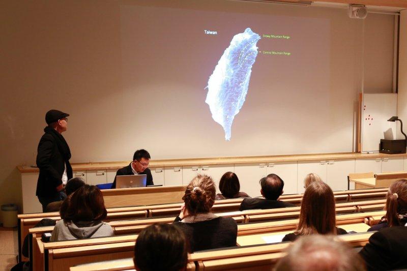 建築師黃聲遠(左二)芬蘭Jyvaskyla國際研討會演講現場。(馬萱人提供)