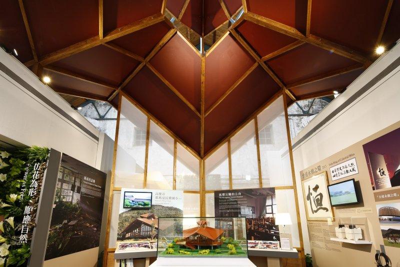 仿花為形的那瑪夏民權國小,闡述綠建築順應自然的概念。(圖/台達電子提供)