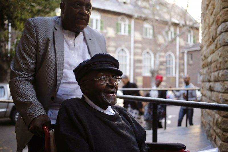 南非屠圖大主教7日投書華郵,表達強烈支持安樂死。(美聯社)
