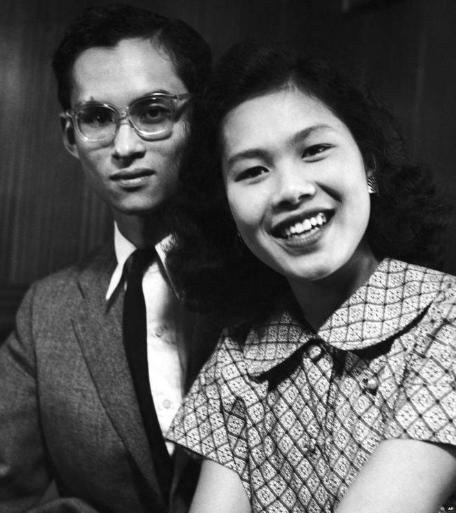年輕時的泰王蒲美蓬與王后詩麗吉(AP)