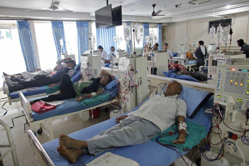 瓊英卓瑪設立的醫院,供數百名病人免費洗腎。(美聯社)