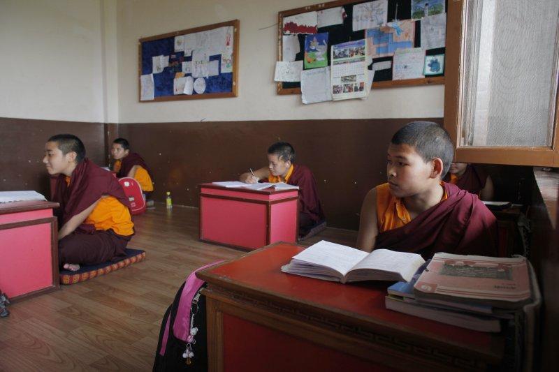 阿尼度母寄宿學校,讓許多女孩一圓上學夢。(美聯社)