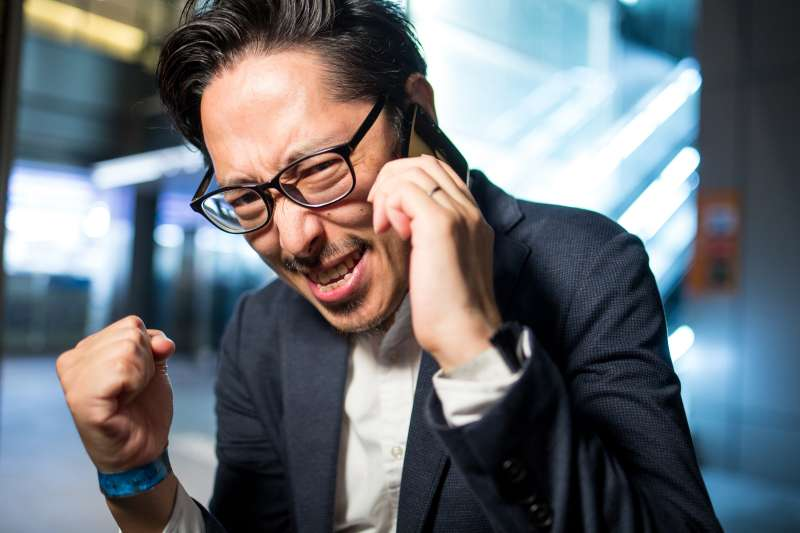 無論是和朋友或同事聊天,好的說話術都是受歡迎的關鍵!(圖/つるたま@pakutaso)