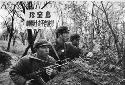 珍寶島事件是指中華人民共和國和蘇聯因珍寶島的歸屬問題於1969年3月間在島上發生的武裝衝突, 事件致使中蘇關係進一步惡化直至正式破裂。(取自網路)