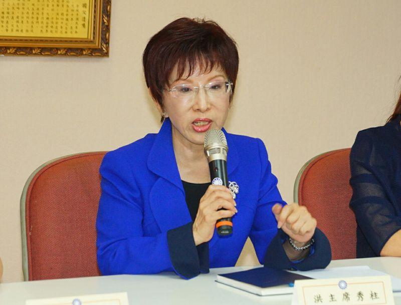 國民黨黨主席洪秀柱至台北市議會與議員們座談。