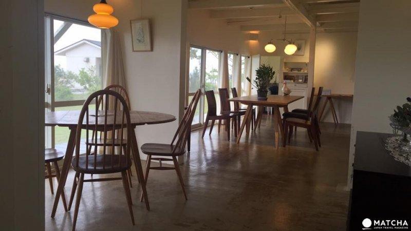 咖啡廳206 TSU MA MU內部寬敞的裝潢。(圖/matcha提供)
