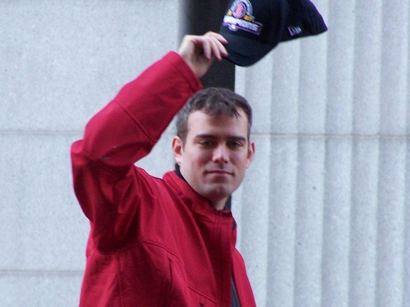 西奧·艾普斯坦是芝加哥小熊的執行副總裁和總經理。 2004年,艾普斯坦在他上任的第二年就帶領紅襪奪得闊別86年的世界大賽冠軍,並在2007年再度奪冠。(取自維基百科)