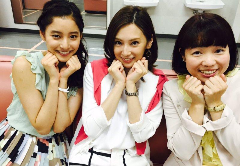 日本OL近年強調妝容的同時,也從細微處─口妝美著手。(圖/擷取自ieuru@twitter)