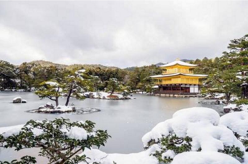 雪中的金閣寺。(網路/西洋參考)