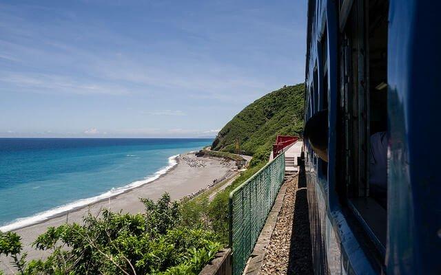 多良車站旁的海岸線。(圖/billy1125@Flickr,hotelscombined提供)