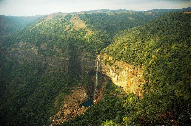 泰國乞拉朋齊瀑布。(圖/Pankaj Kaushal@Flickr,hotelscombined提供)