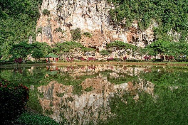 馬來西亞極樂洞(圖/Boon Low@Flickr,hotelscombined提供)