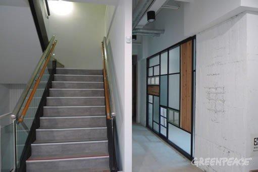 用老屋舊窗做隔音牆。(圖/綠色和平提供)。