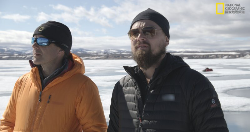 李奧納多與科學家踏上冰原。(圖/國家地理頻道《洪水來臨前》提供)
