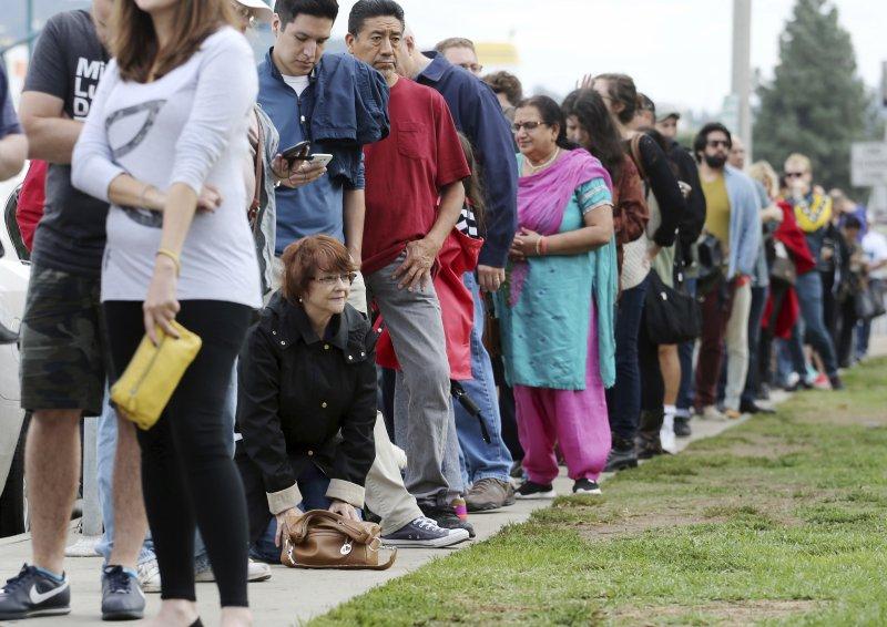 排隊等待投票的民眾。(美聯社)