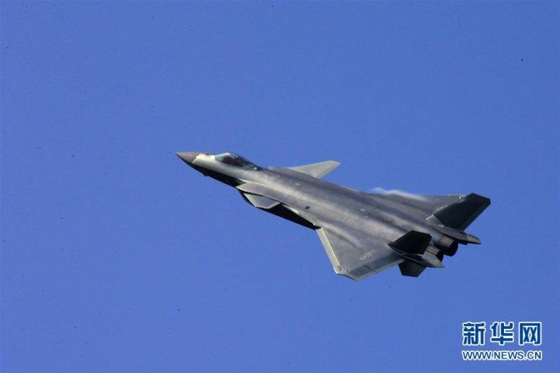 第11屆中國航展(珠海航展)11月1日在廣東珠海國際航展中心開幕。中國國產匿蹤戰鬥機「殲-20」首次公開亮相。(新華社)