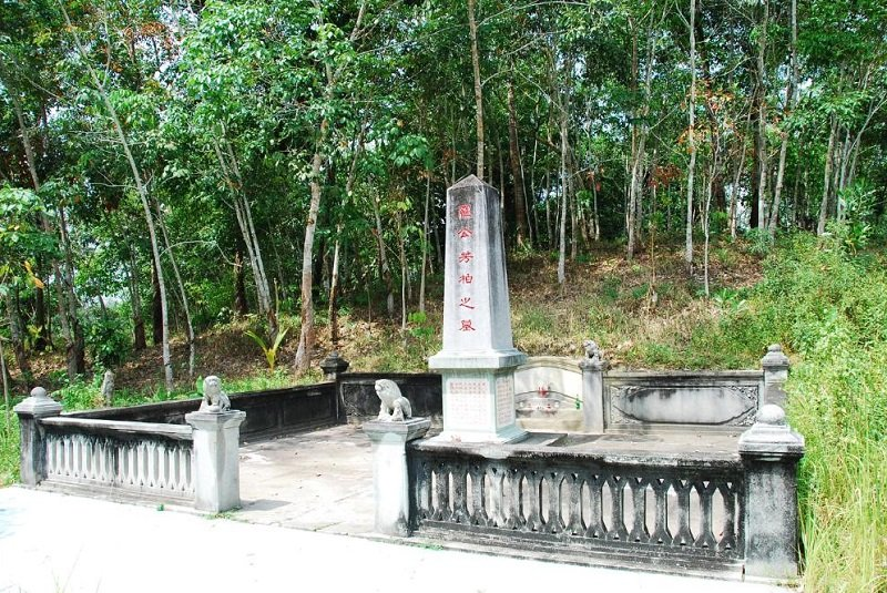 羅芳伯墓。(來源:背包客棧)
