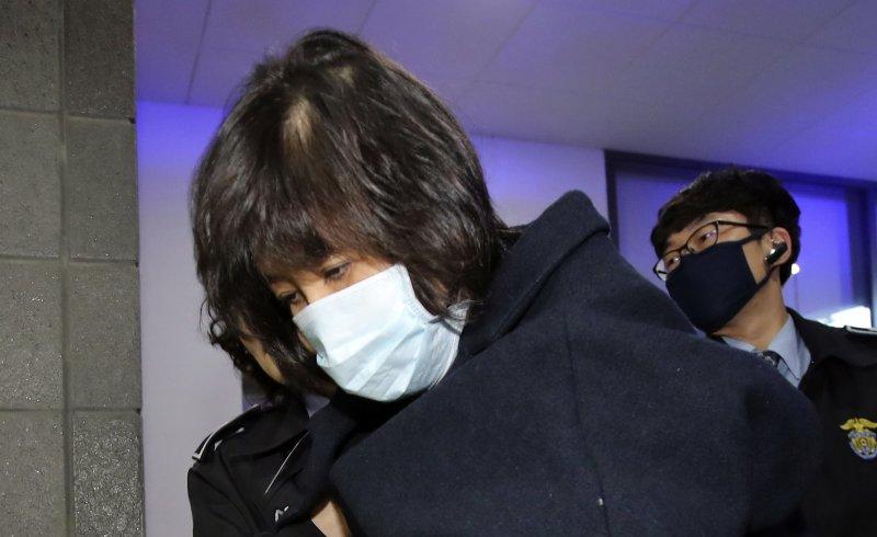 南韓總統朴槿惠「閨蜜」親信崔順實貪汙、干政、玩弄特權,醜聞風暴撼動全國(AP)