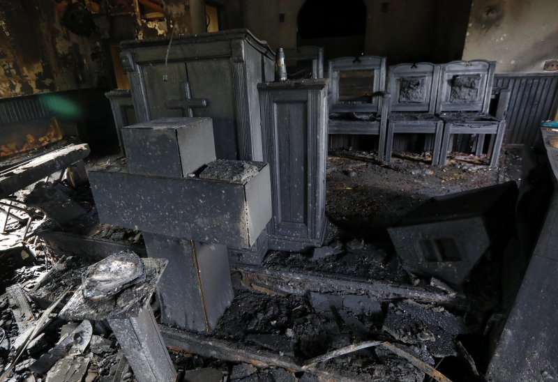 美國密西西比州一間黑人教堂遭縱火,還被噴漆噴上「投給川普」字樣。(美聯社)
