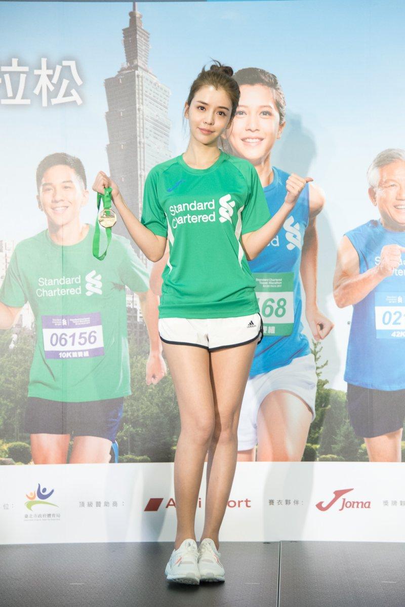 藝人李毓芬將首次挑戰路跑,開始準備明年「2017臺北渣打公益拉松」賽事,期待與粉絲一同響應公益。(圖/渣打銀行提供)